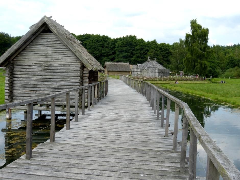 wikimedia-Freilichtmuseum_Groß_Raden_-_Brücke_1