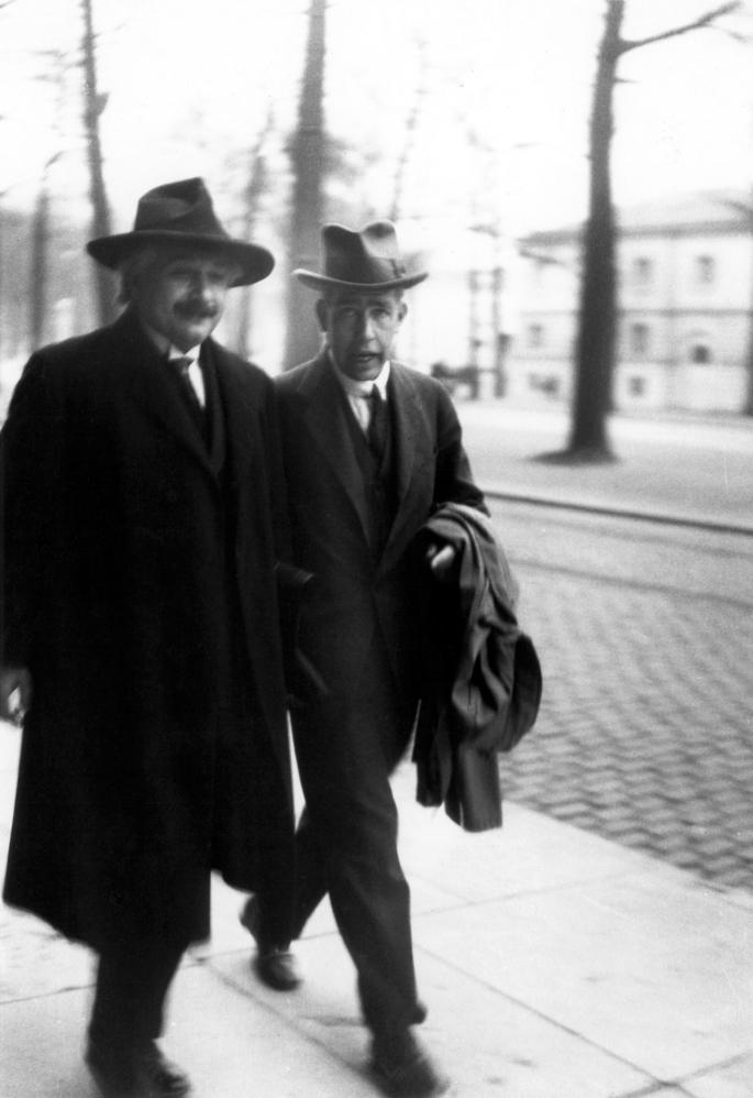 Wikimedia-Niels_Bohr_Albert_Einstein2_by_Ehrenfest